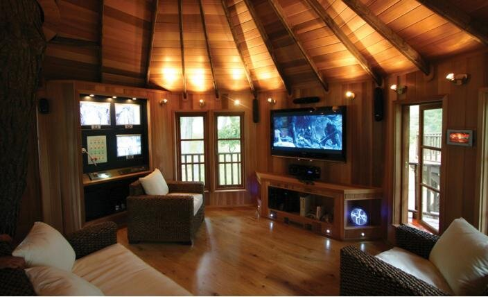 An amazing high tech hideaway by blue forest for Tree house inside ideas