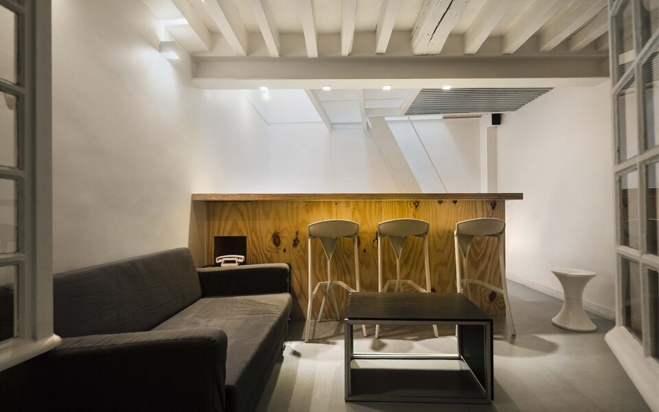Tower apartment a micro apartment over several floors - Idee amenagement sous sol ...