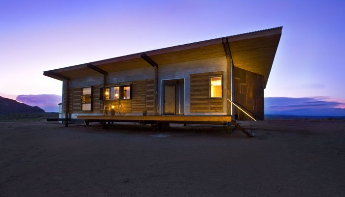 A sustainable off grid house set in the navajo reservation for Off the grid home designs