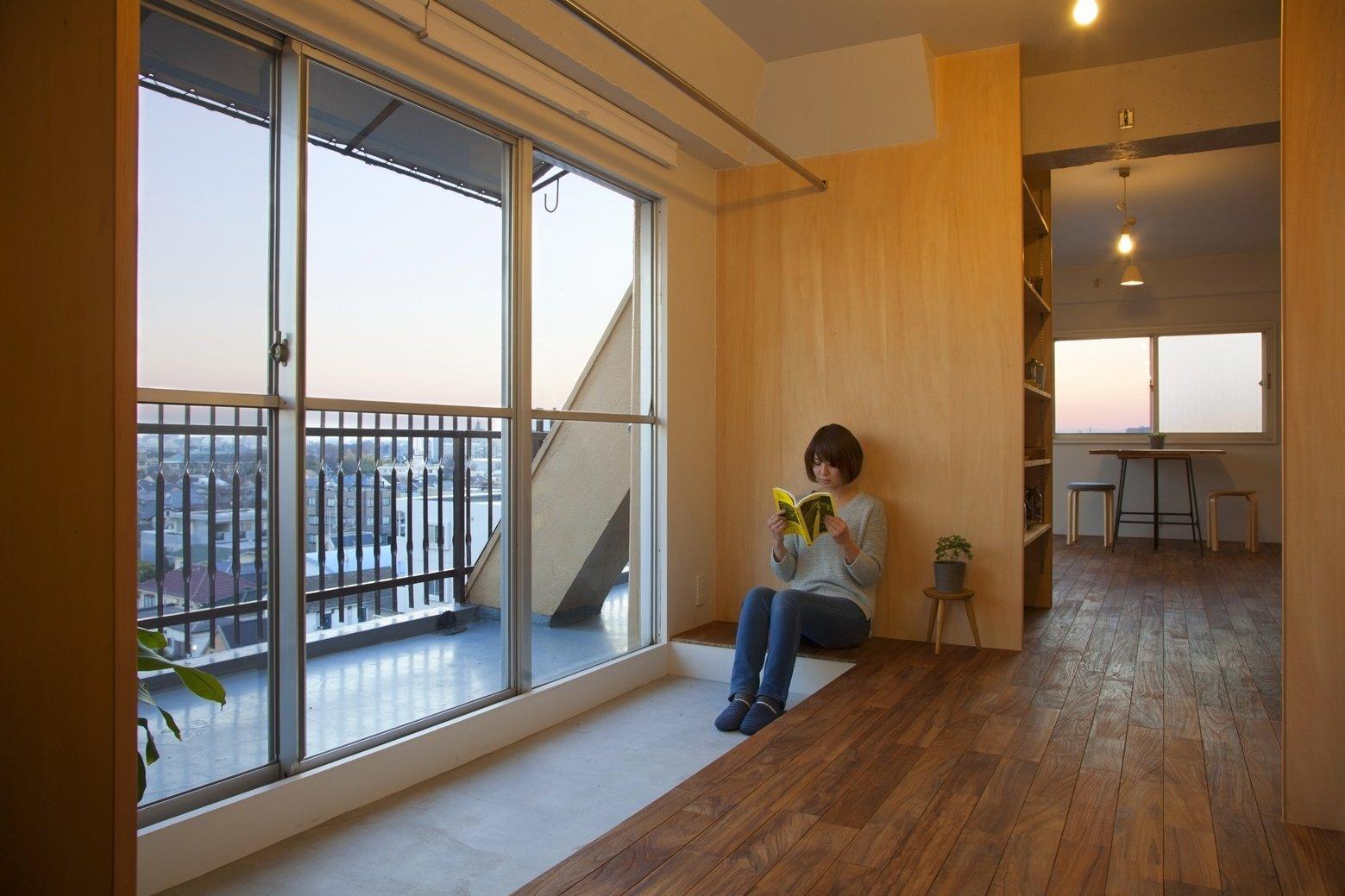 Wing Wall House - Camp Design Inc + Sumosaga Fudosan - Tokyo Japan - Livingroom - Humble Homes