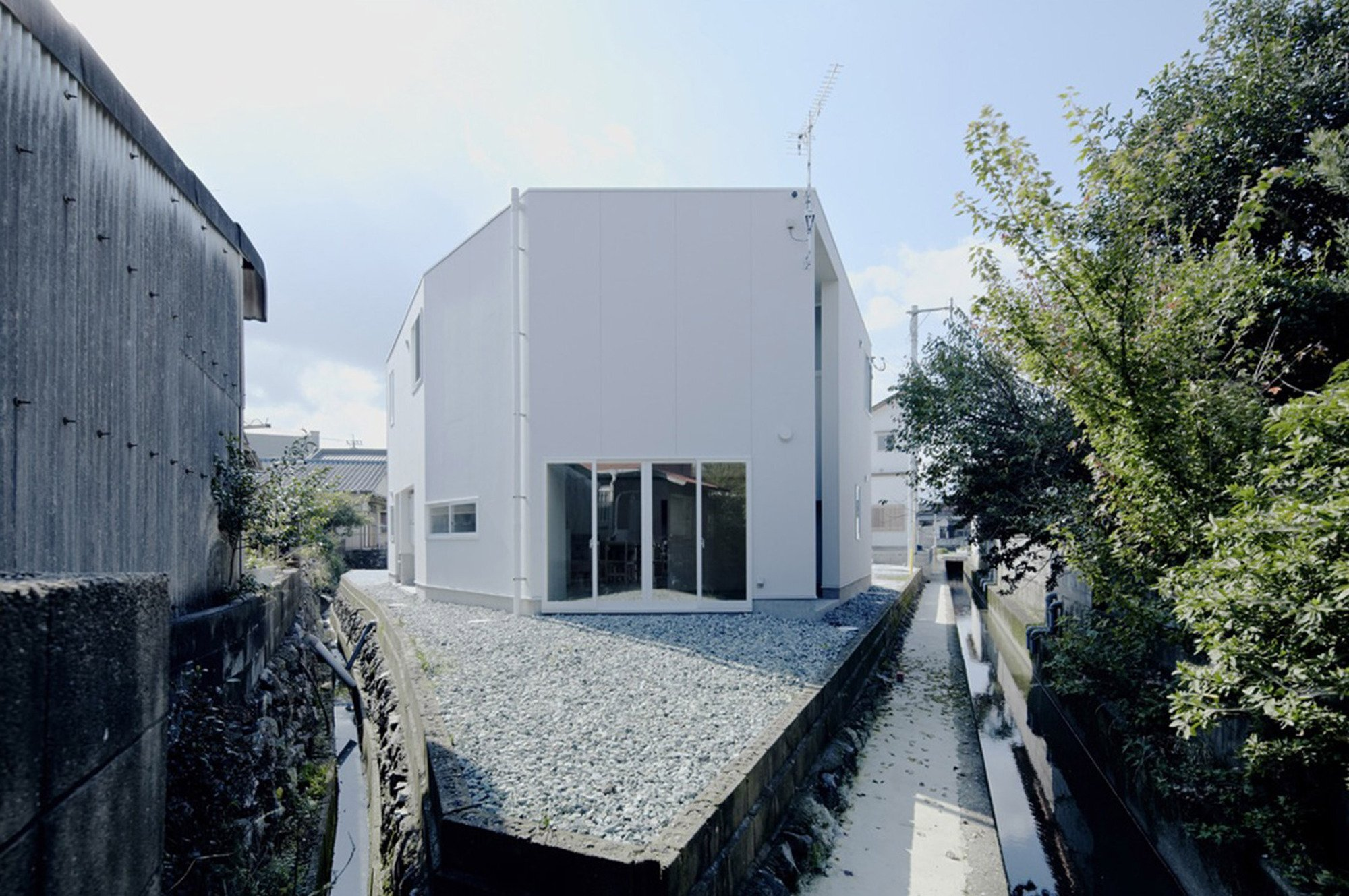 House In Iizuka - Japanese House - Rhythmdesign - Exterior - Humble Homes