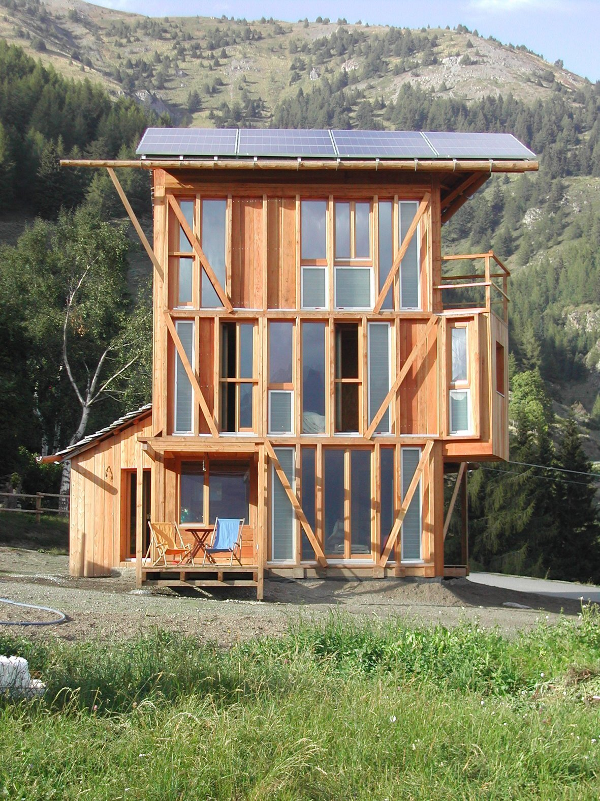 Solar House - Solar Powered Home - Studio Albori - Italy - Exterior - Humble Homes