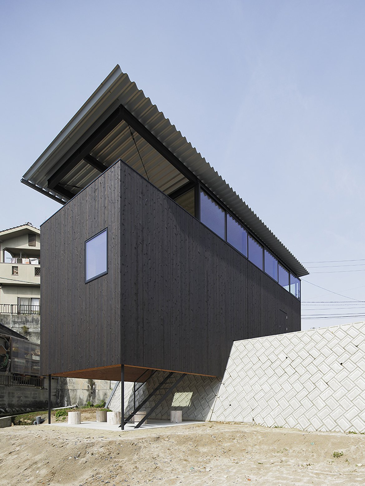 House in Miyake - Japanese House - Hidetaka Nakahara Architects - Yoshio Ohno Architects - Hiroshima Japan - Exterior - Humble Homes