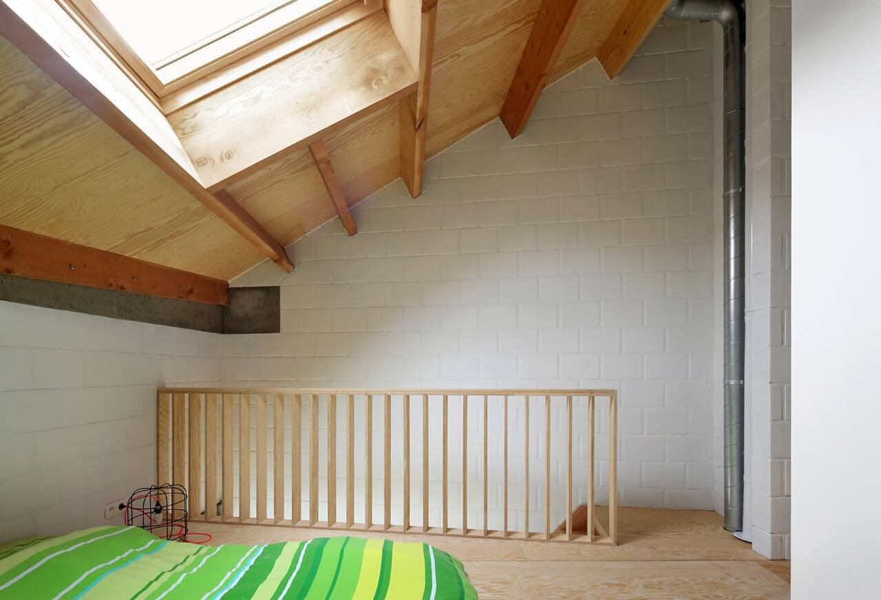 Small House - Gelukstraat Belgium - Dierendonck Blancke Architecten -Sleeping Loft - Humble Homes