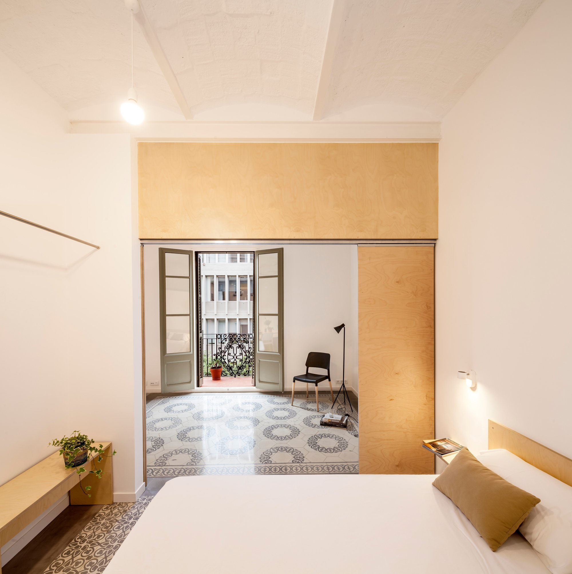 A small apartment renovation in barcelona by adri n elizalde for Apartment number design