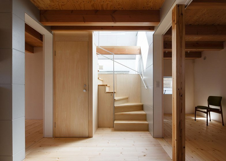 HouseAA - Small House - Moca Architects - Nara City - Hallway - Humble Homes