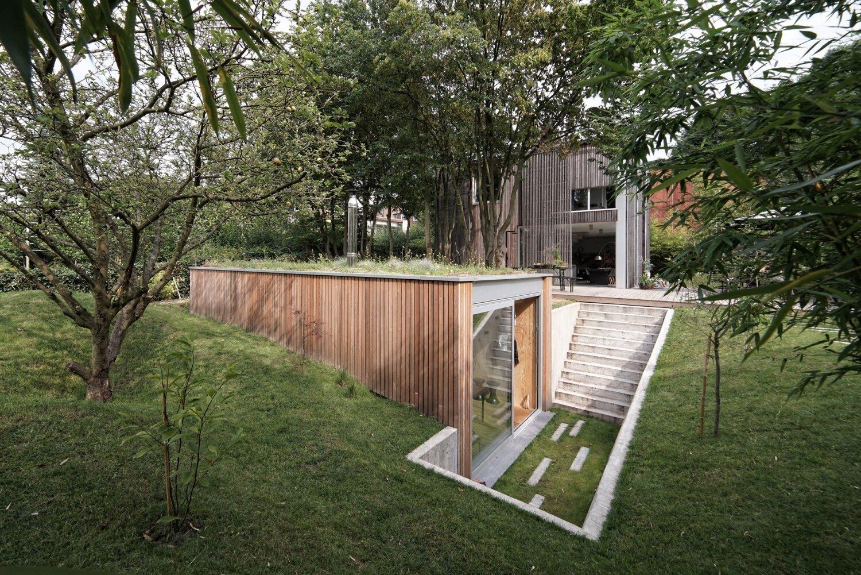 A sunken garden workshop in belgium by l escaut for Garden workshop designs