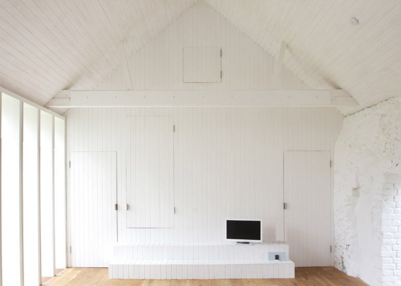 Thursford Barn Restoration - Lynch Architects - Norfold - Small Cottage - Living Area 2 - Humble Homes