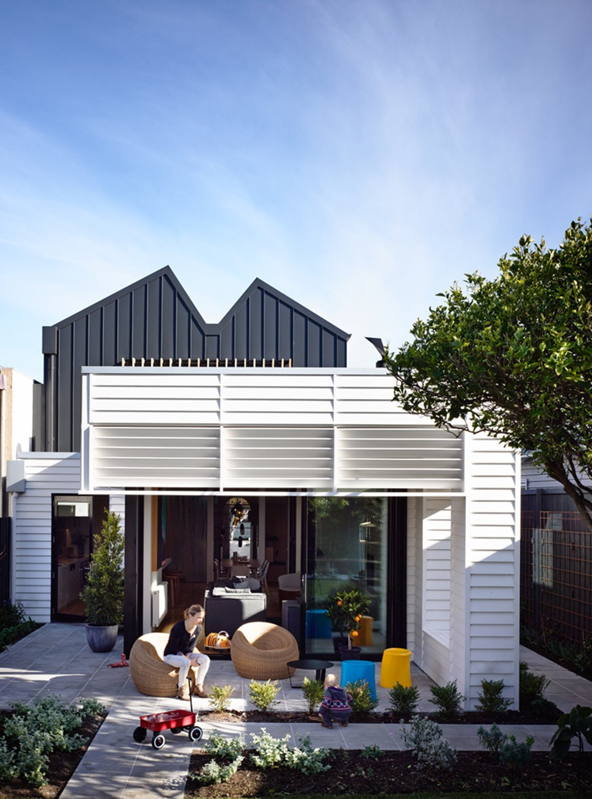 small australian house gets a modern makeover by techne architects. Black Bedroom Furniture Sets. Home Design Ideas