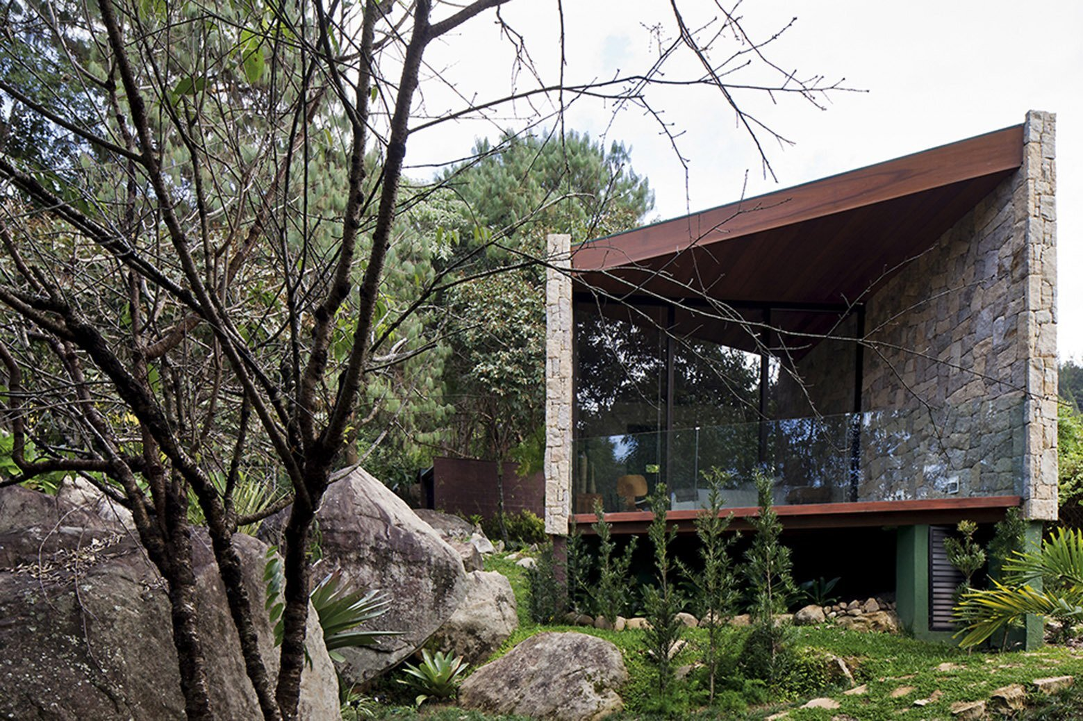 A woodland writer 39 s retreat in brazil by architectare for Writers retreat cabin