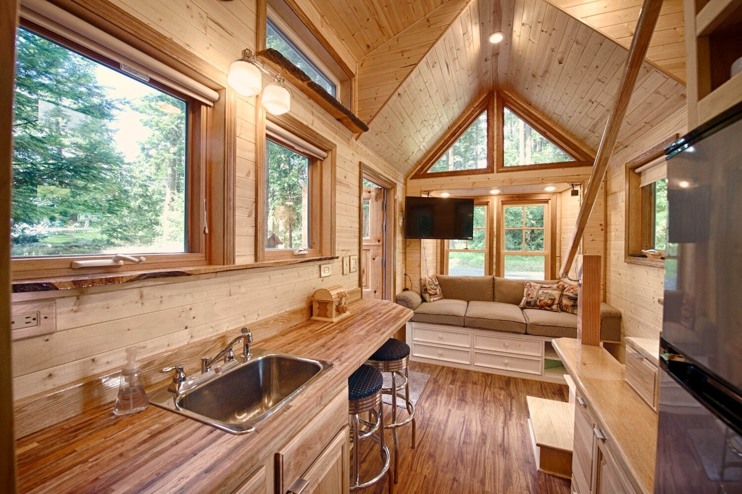 Woods Vintage Home Interiors A Tiny House With A Sauna Hope Island Cottages