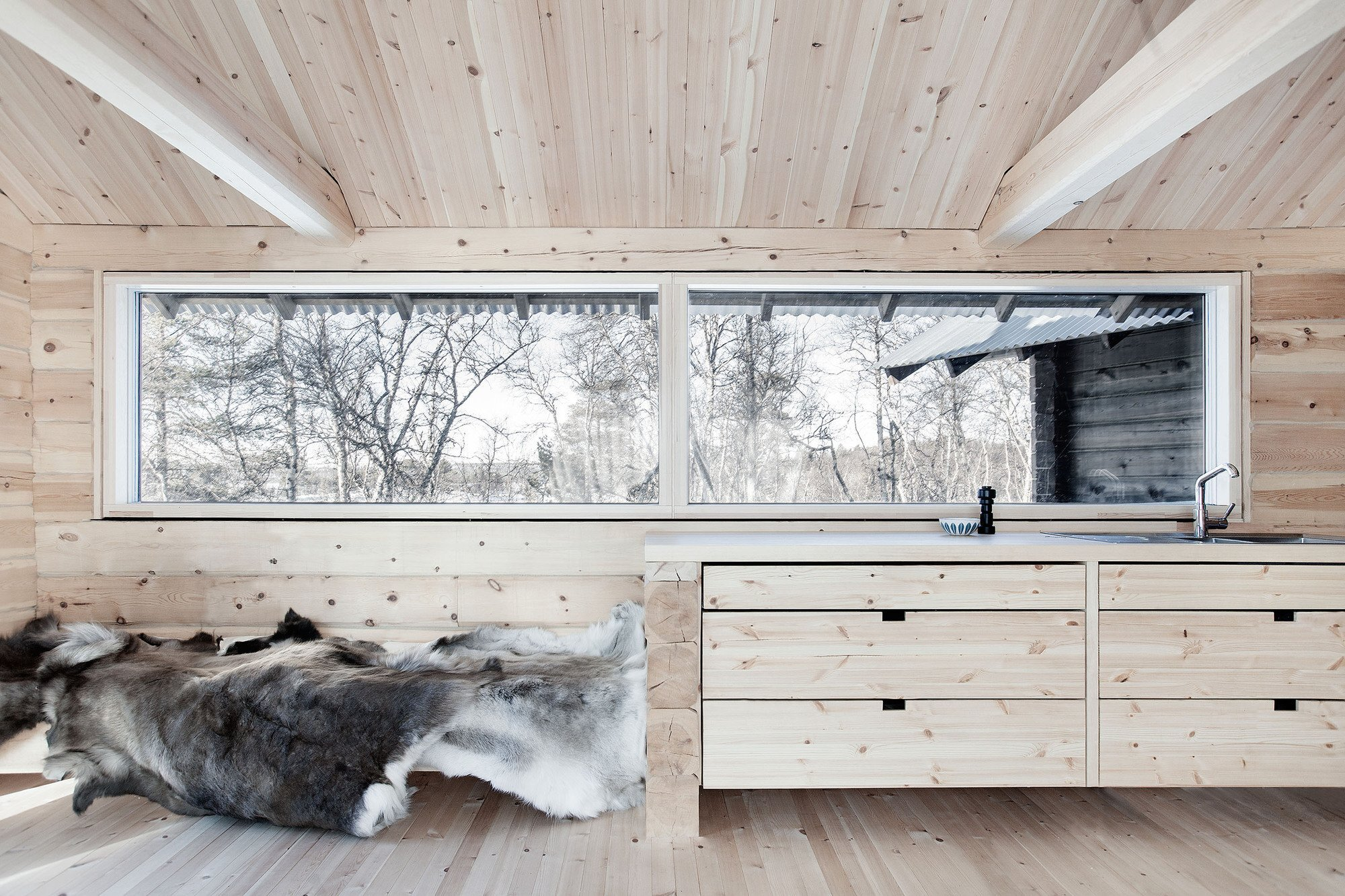 Cabin at Femunden - Cabin - Aslak Haanshuus Arkitekter - Norway - Kitchen - Humble Homes