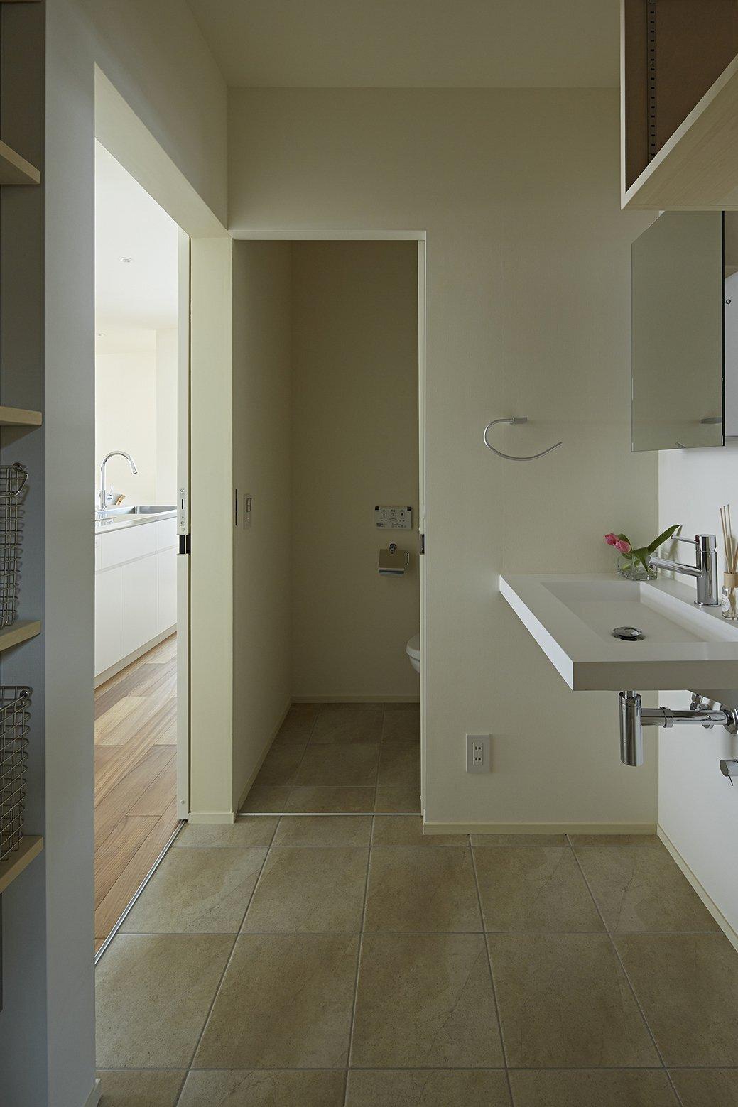 Checkered House - Takeshi Shikauchi Architect Office - Tokyo - Bathroom - Humble Homes
