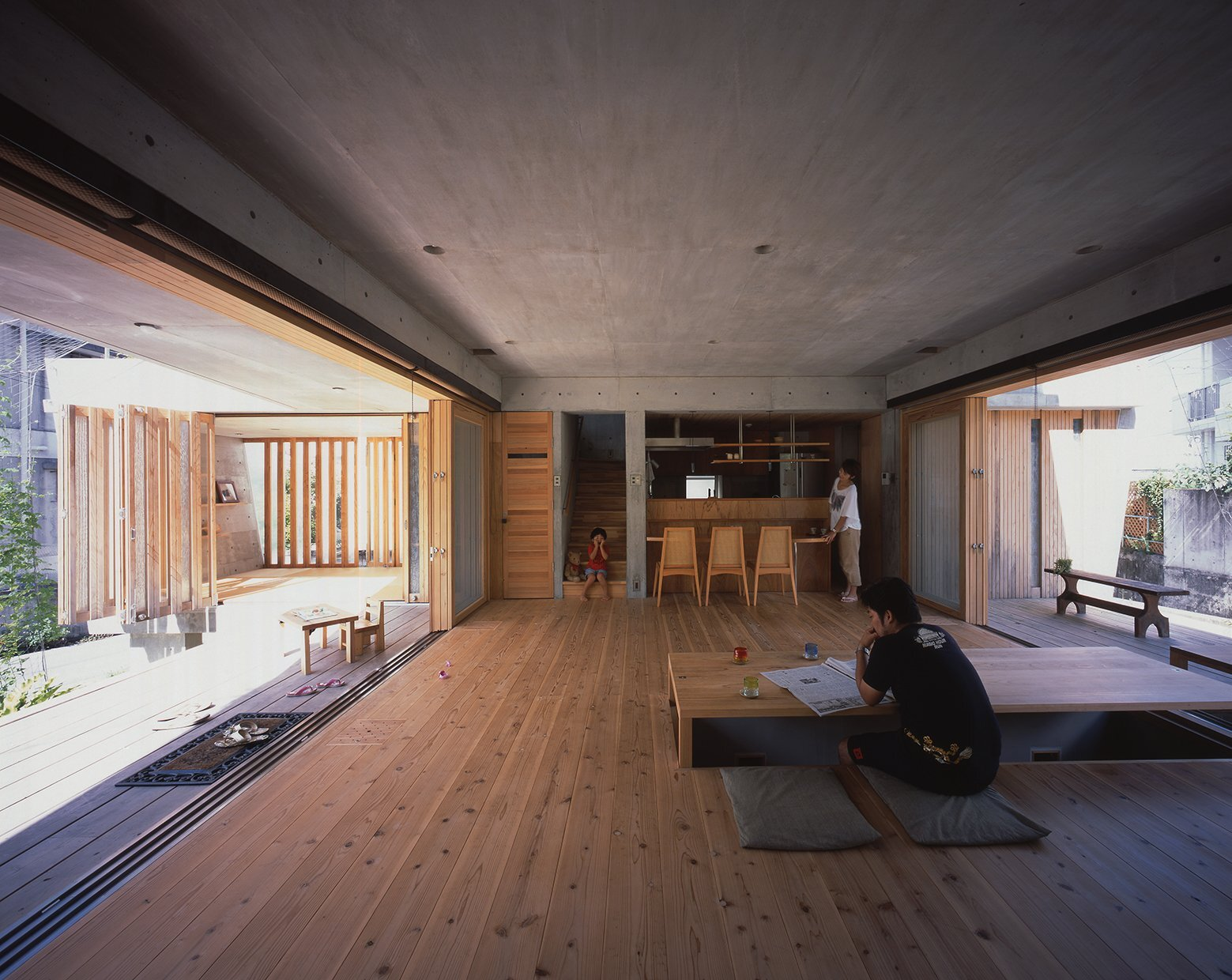 Small japanese house uses passive design to combat the for Home interior design japan