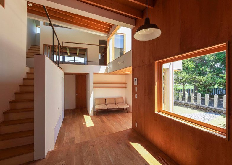 Small Japanese House - Kazuki Moroe - Mie Prefecture - Living Areas and Floors - Humble Homes