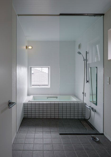 House in Kitakamakura - Small House - Sunao Koase Architects - Japan - Bathroom - Humble Homes