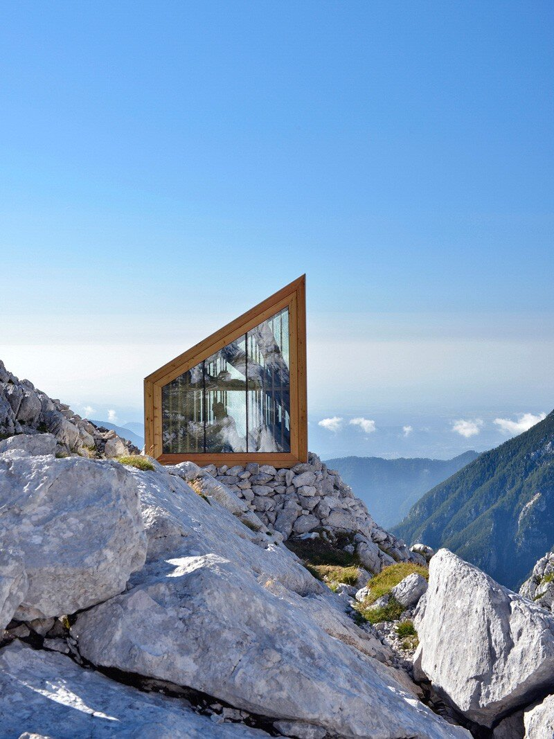 Skuta mountain cabin a contemporary refuge for mountaineers for Mountain modern architecture