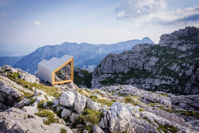 skuta mountain cabin a contemporary refuge for mountaineers. Black Bedroom Furniture Sets. Home Design Ideas