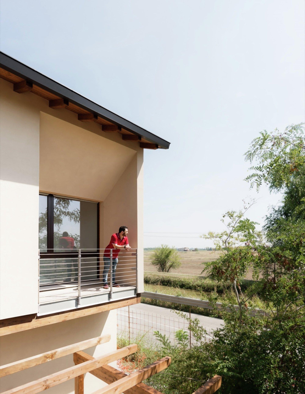 House in Novellara - KM 429 architecture - Italy - Balcony - Humble Homes