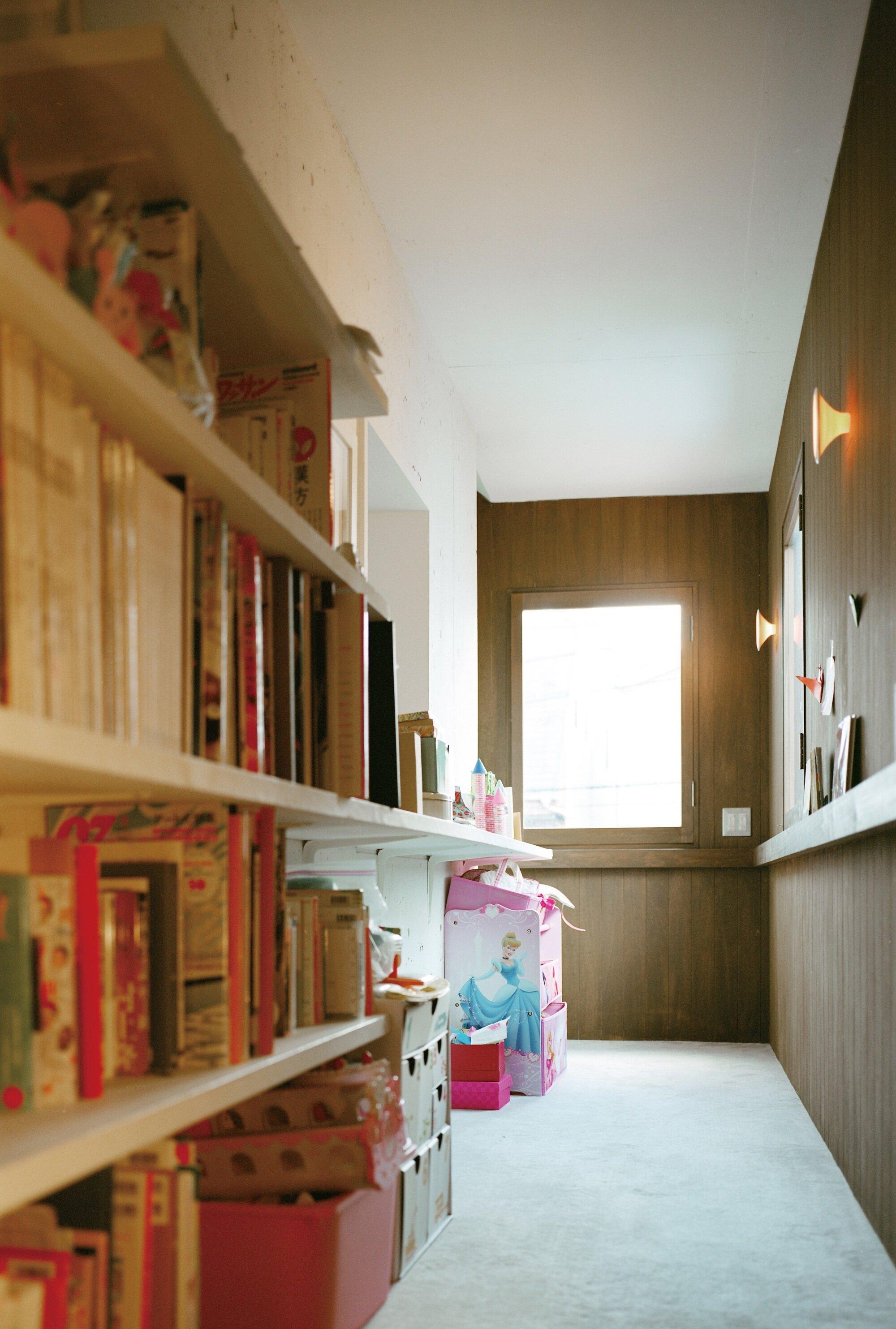 Double Helix House - Onishimaki + Hyakudayuki Architects - Tokyo - Shelving Books - Humble Homes