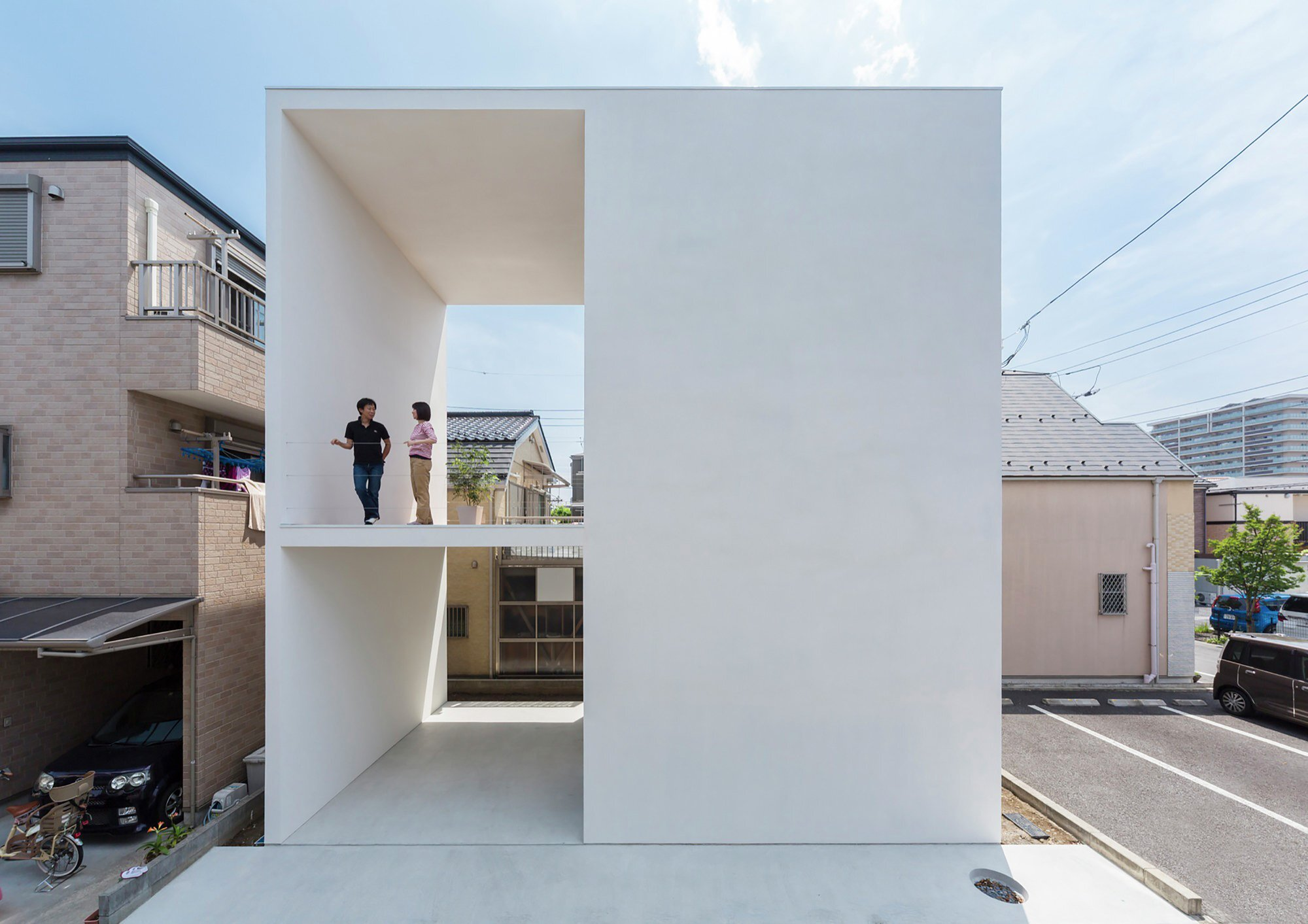 Little House Big Terrace Promotes The Outside Spaces