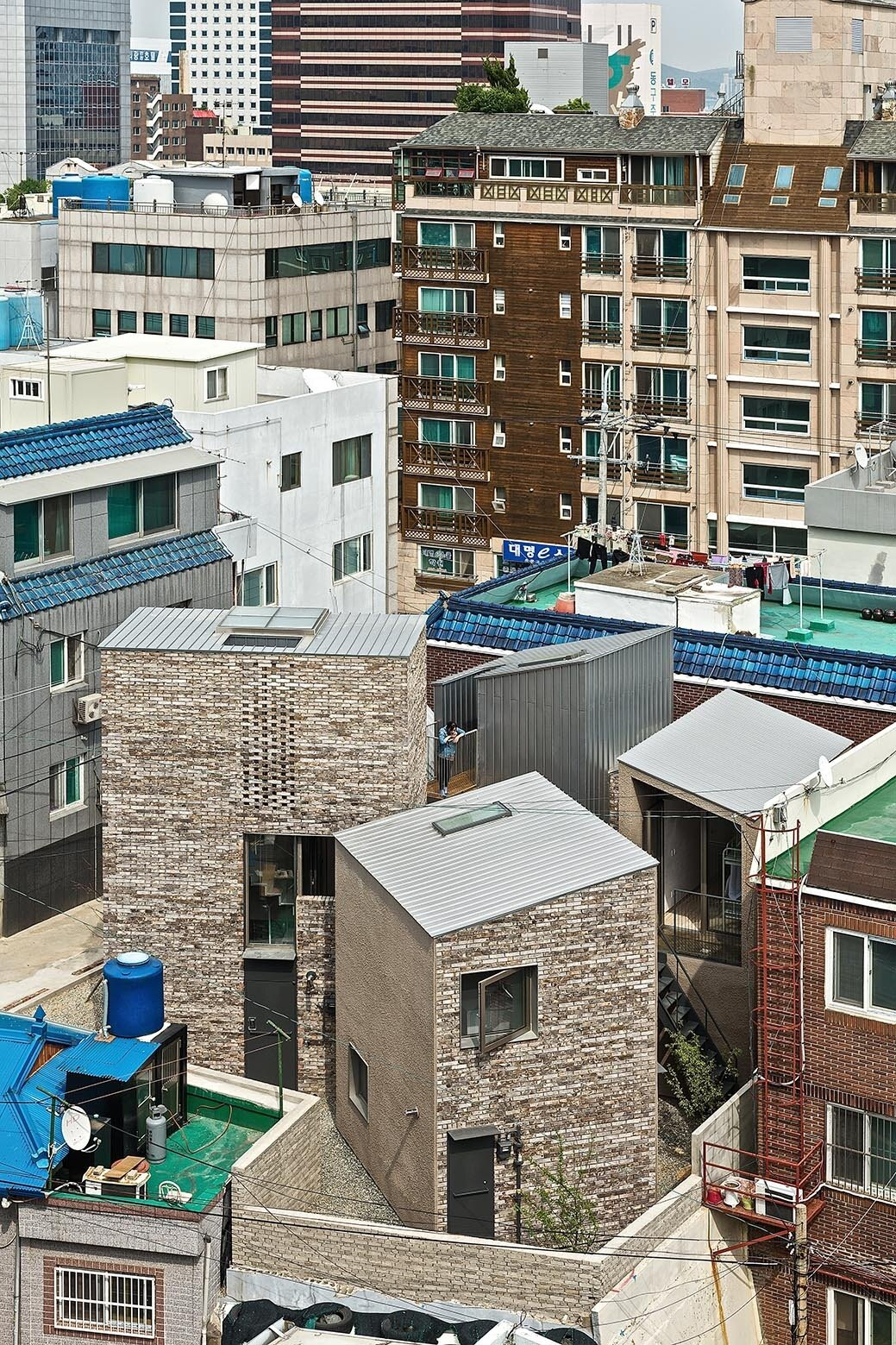 Five Trees - YounghanChung Architects - South Korea - Exterior - Humble Home