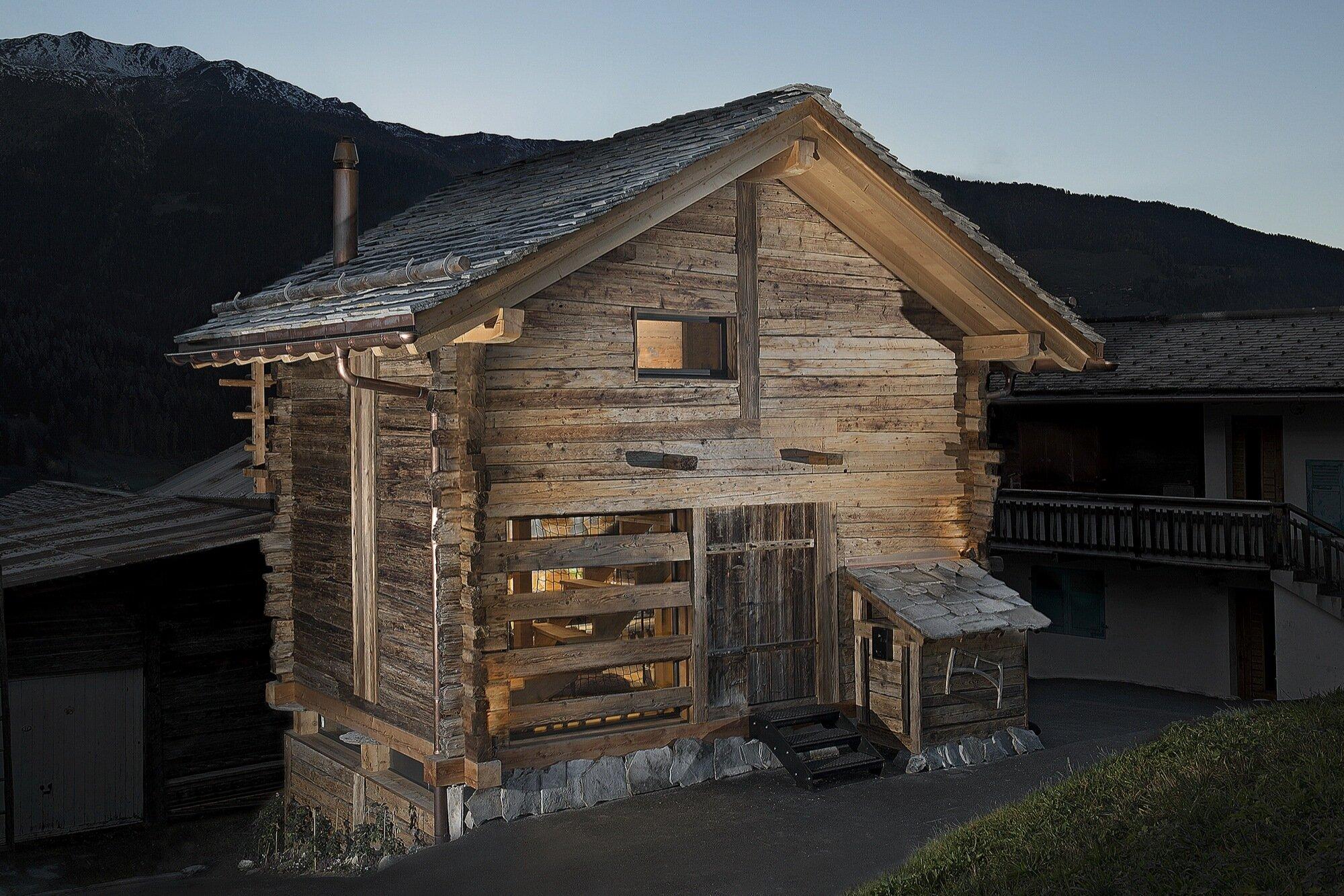 Swedish Cabin - JS' Barn Reconversion - Alp'Architecture Sàrl - Switzerland - Exterior - Humble Homes