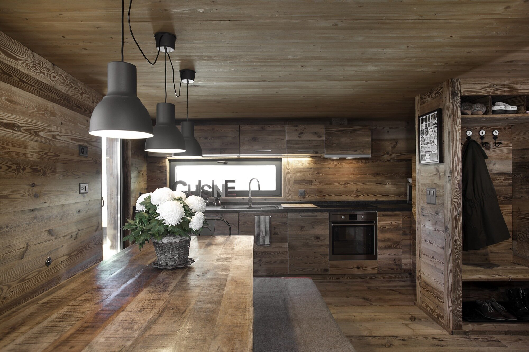 200 Year Old Barn Gets Dismantled And Rebuilt As A Cozy Cabin