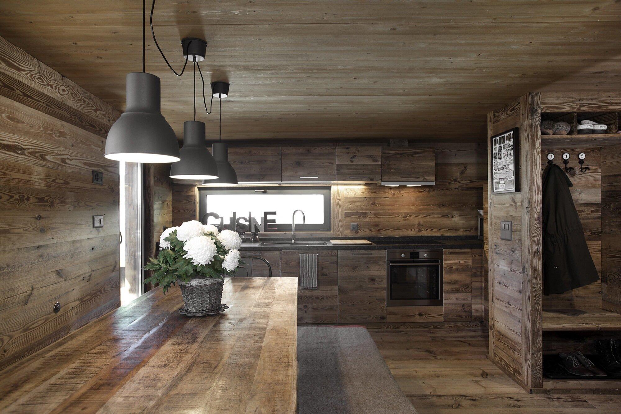 Swedish Cabin - JS' Barn Reconversion - Alp'Architecture Sàrl - Switzerland - Kitchen - Humble Homes