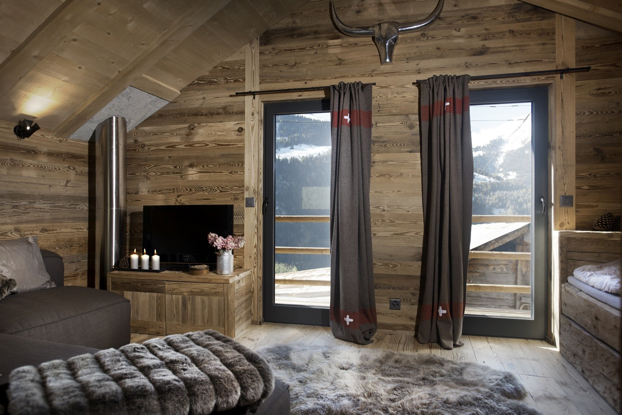 Swedish Cabin - JS' Barn Reconversion - Alp'Architecture Sàrl - Switzerland - Living Room - Humble Homes