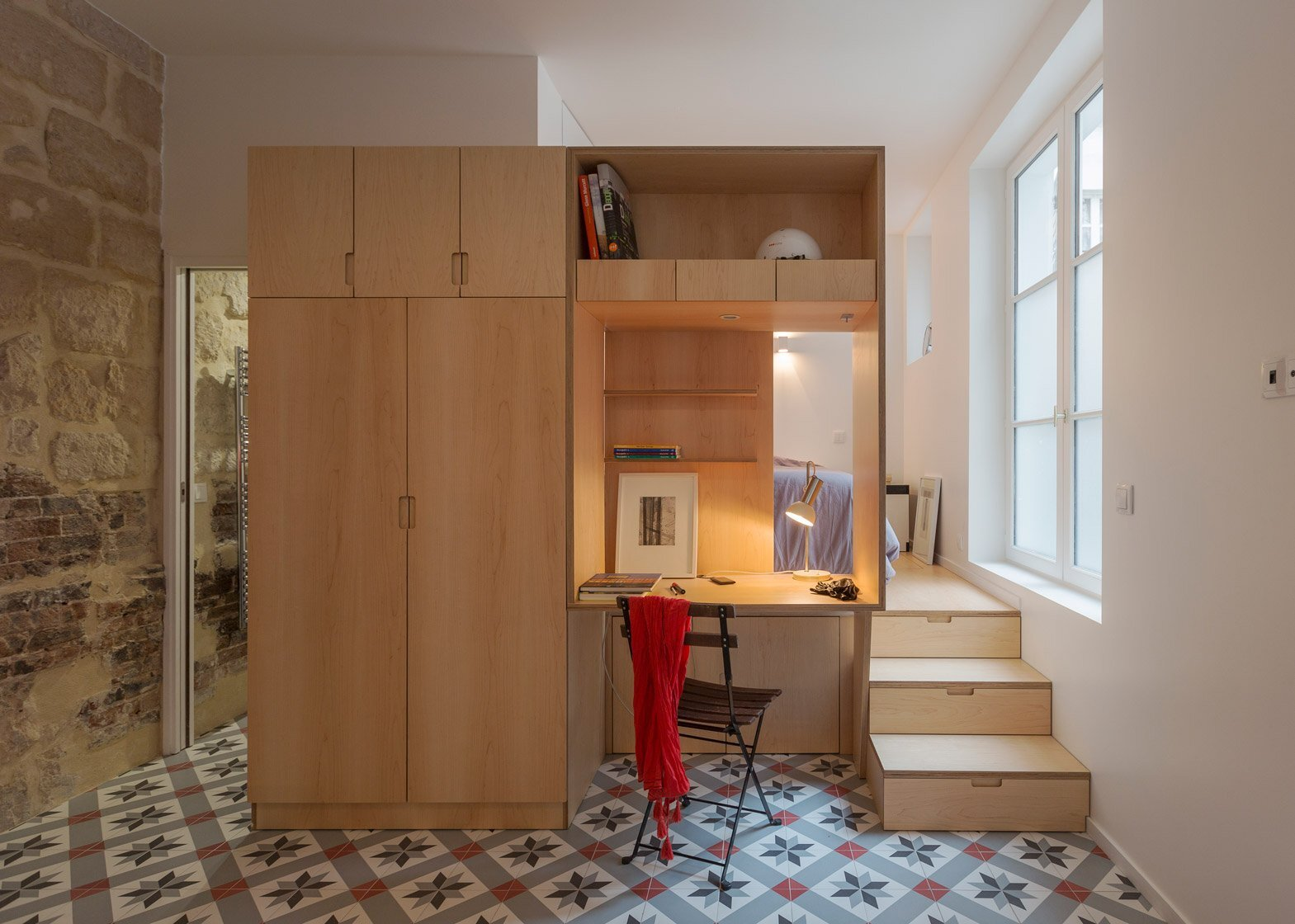 A small parisian apartment gets a curvaceous makeover for Tiny modern apartment
