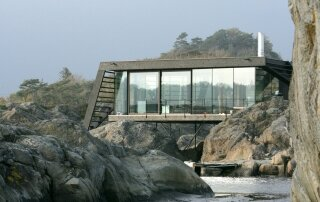 Lille Arøya – A Small Cabin Set on the Rocks of a Norwegian Island