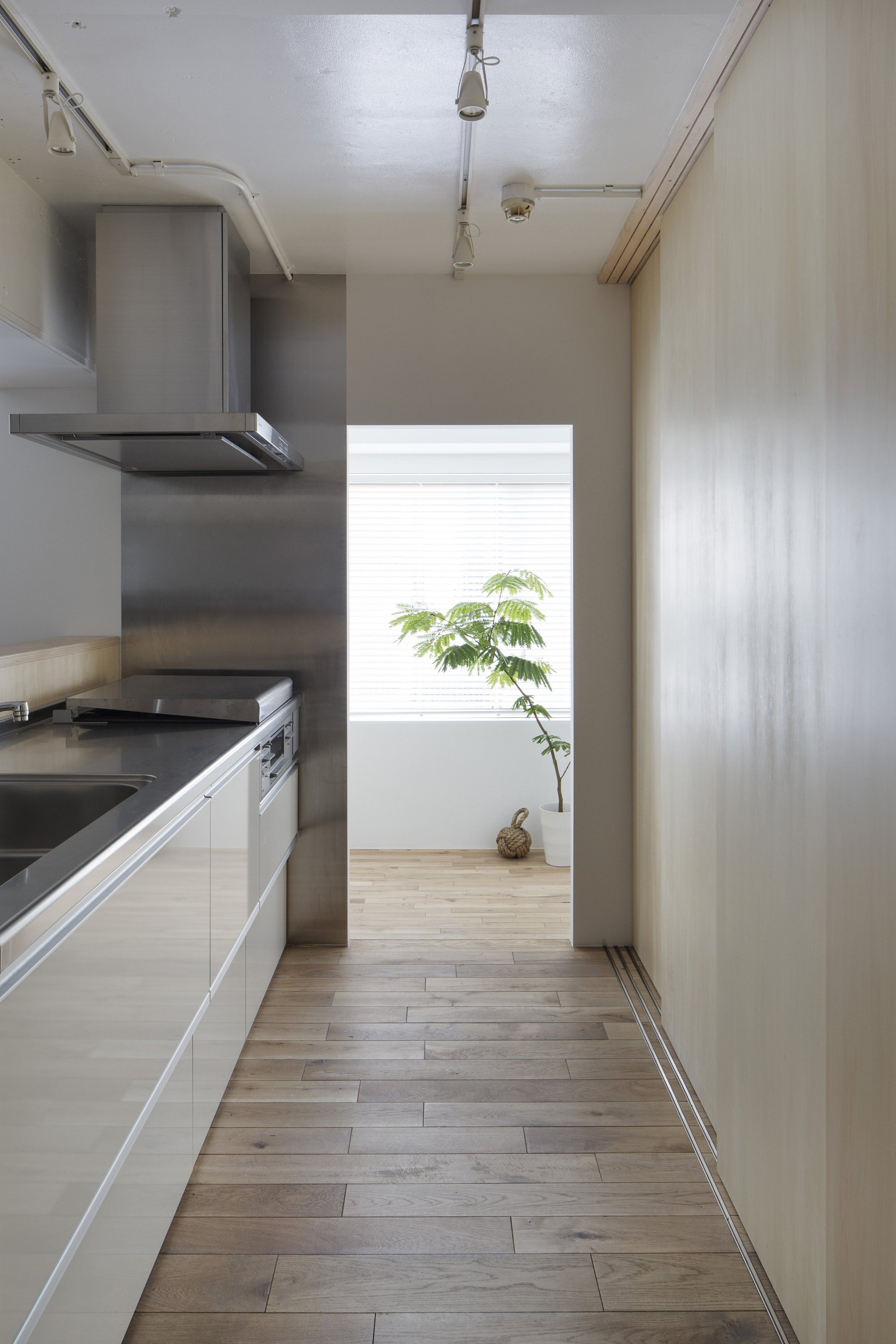 Opera - Taka Shinomoto and Voar Design Haus - Small Apartment in Tokyo - Kitchen - Humble Homes