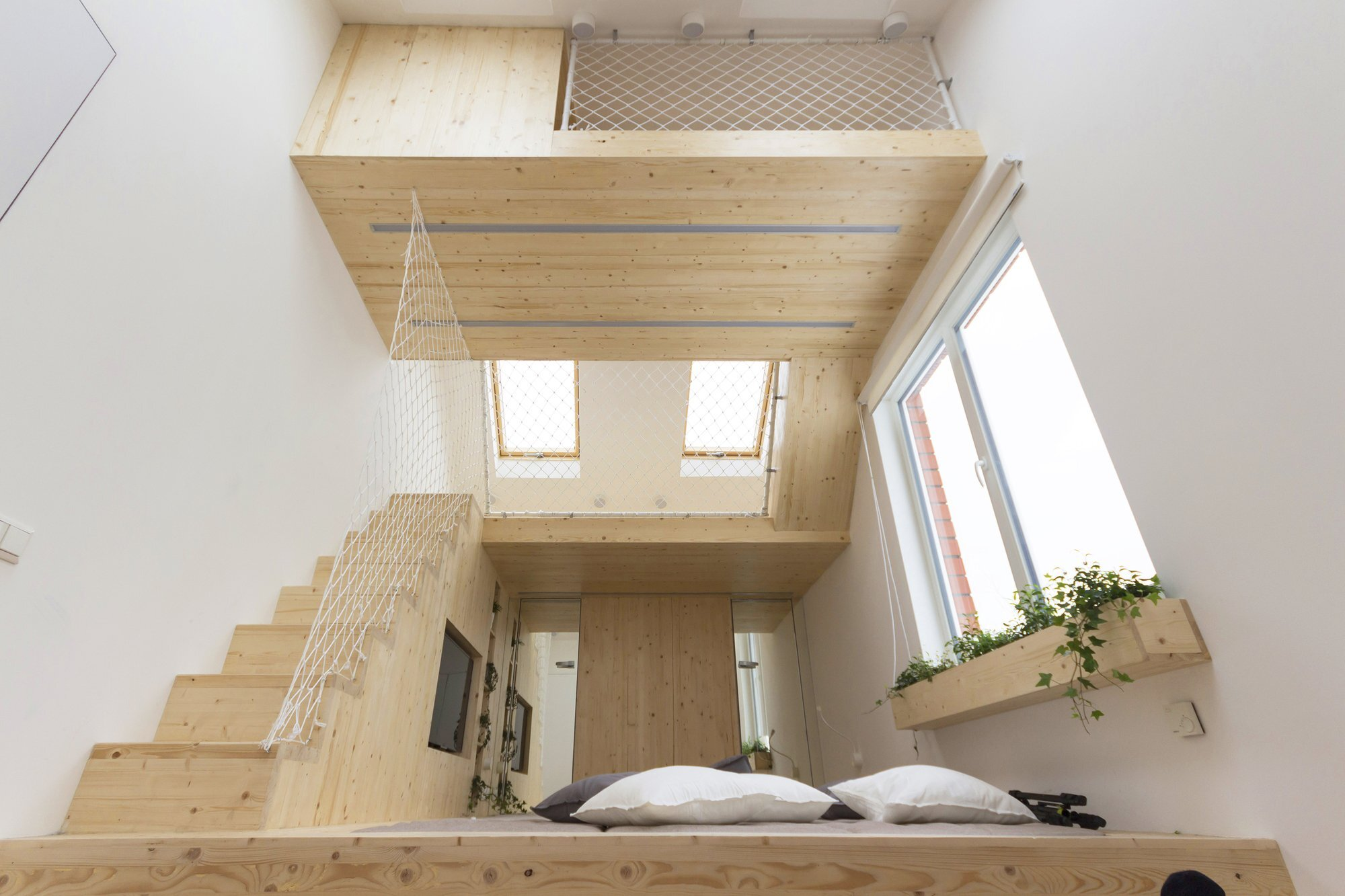 Sleep and Play - Multifunctional Spaces - Ruetemple - Moscow - Bedroom and Loft 2 - Humble Homes