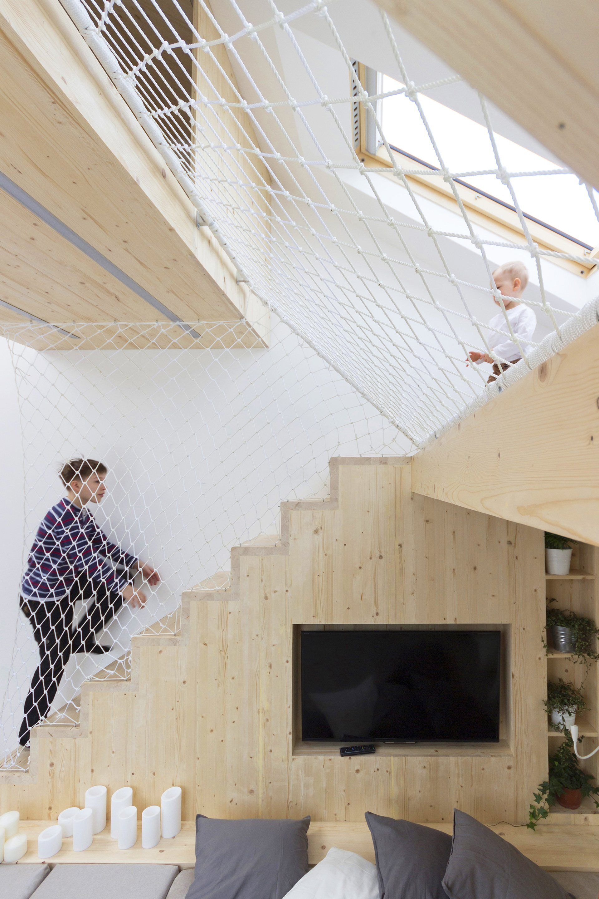 Sleep and Play - Multifunctional Spaces - Ruetemple - Moscow - Netting - Humble Homes