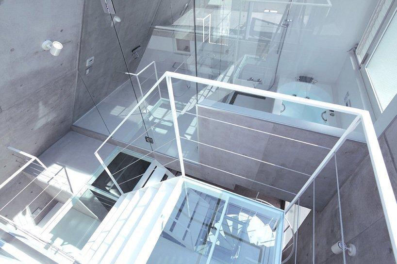 Small Corner House - A.L.X. Junichi SampeI - Japan - Bathroom - Humble Homes