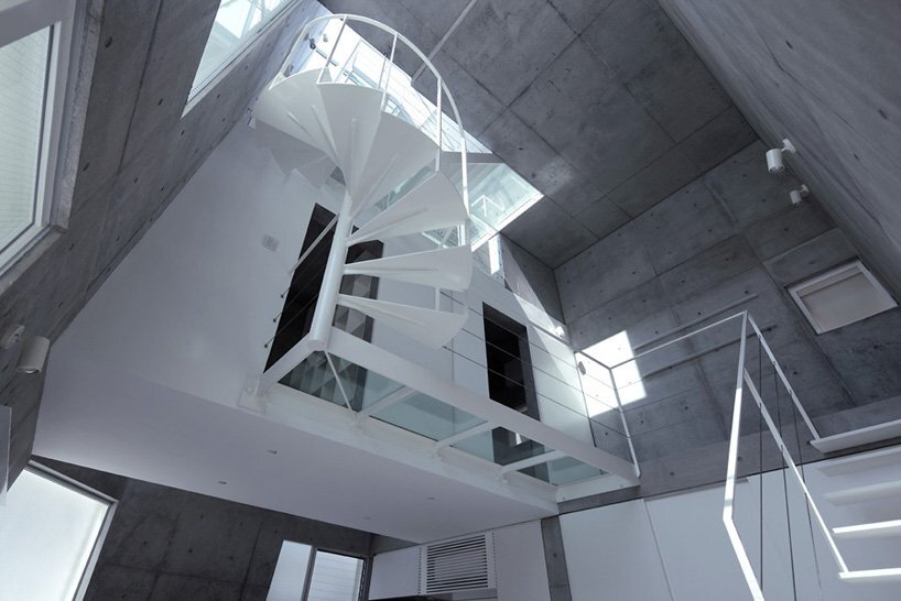 Small Corner House - A.L.X. Junichi SampeI - Japan - Staircase - Humble Homes