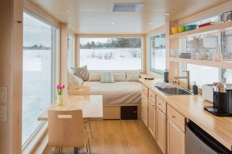 Vista a tiny house that mixes contemporary design and comfort - Tiny contemporary house interior ...