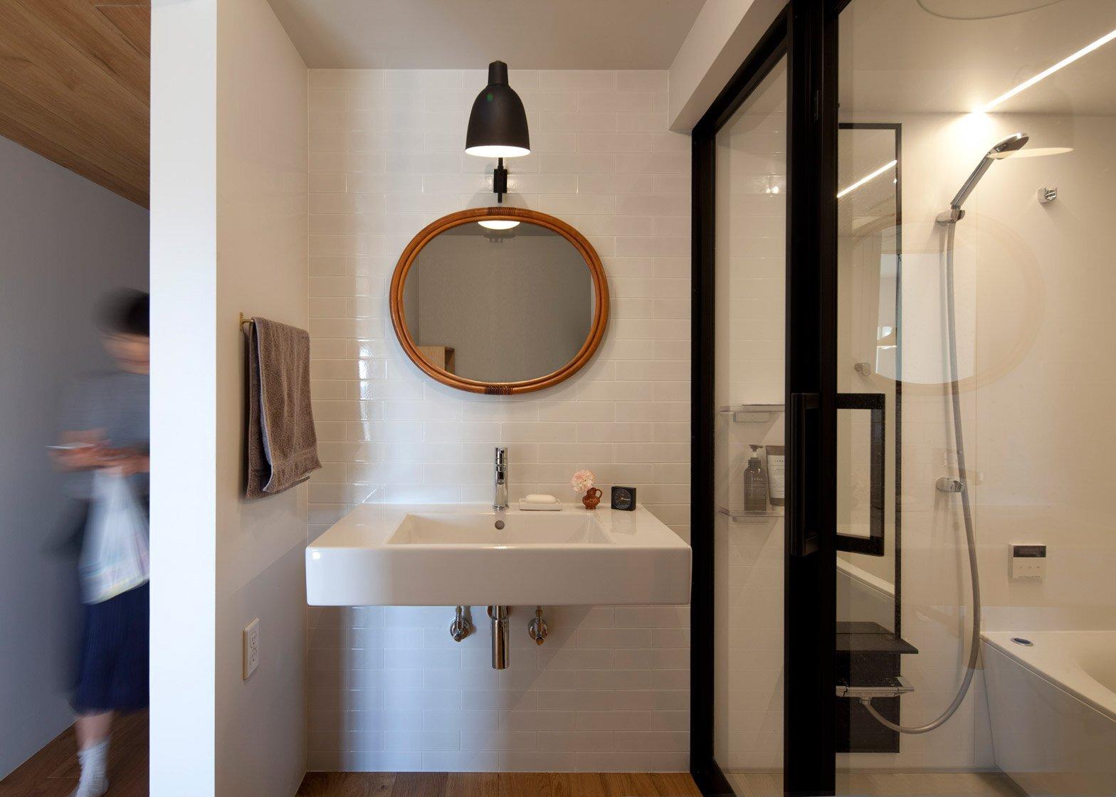Apartment Machiya - Yumiko Miki Architects - Tokyo - Bathroom - Humble Homes