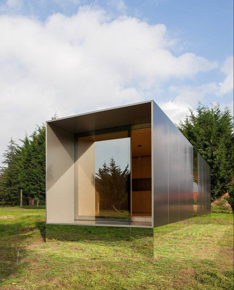 Mima light a prefab minimalist tiny house from portugal for Minimalist house materials