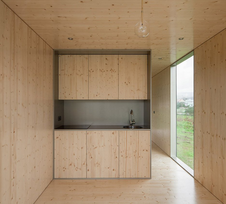 Mima light a prefab minimalist tiny house from portugal for Tiny house minimalist