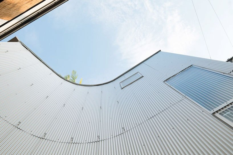 Nami Nami House - Flathouse Architects - Japan - Exterior Curve - Humble Homes