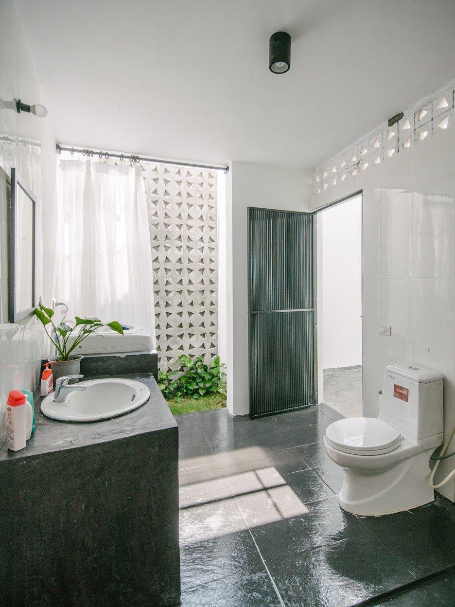 Kontum House - Khuon Studio - Vietnam - Bathroom - Humble Homes