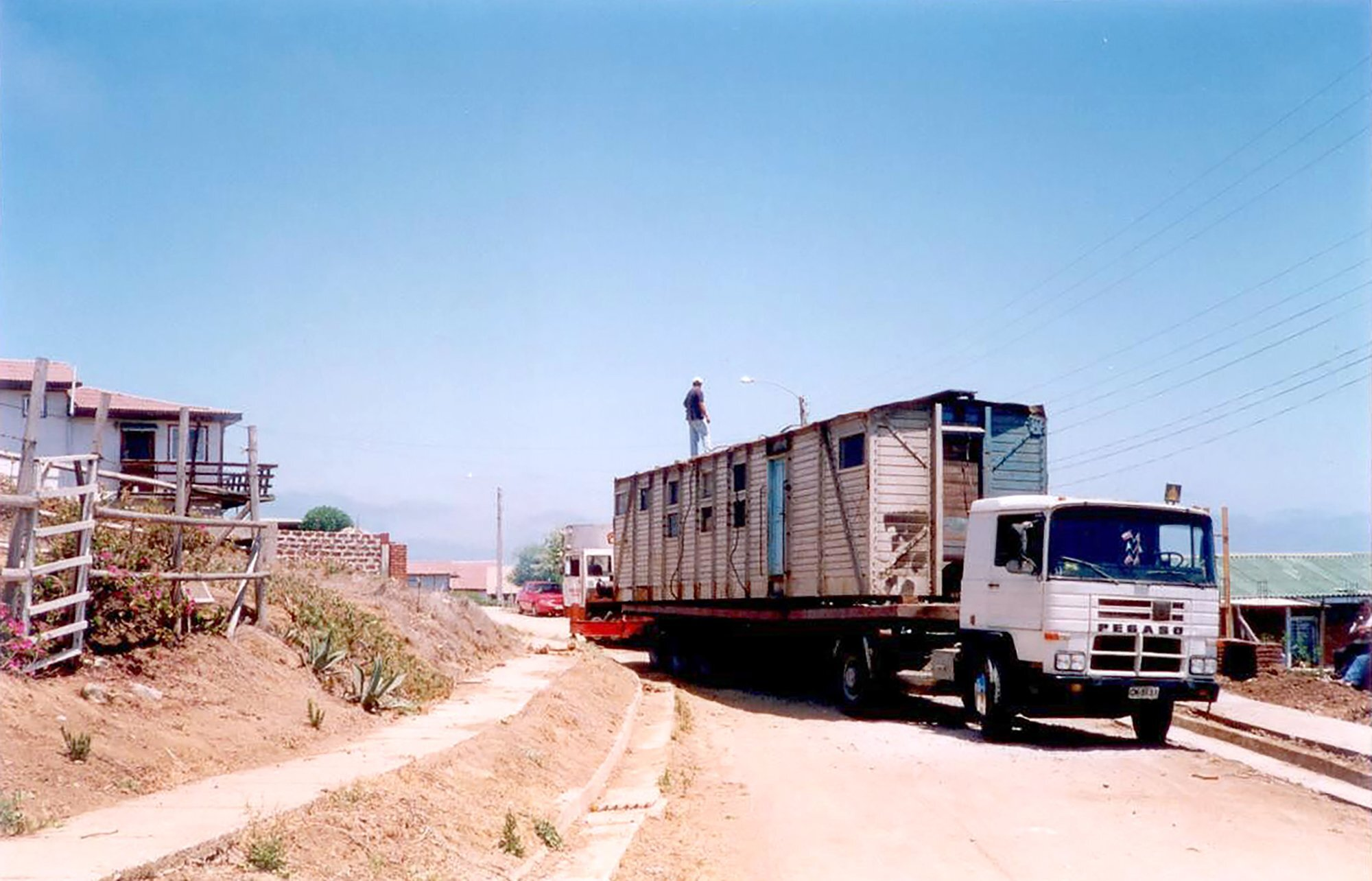 Coupled Wagon House - Crescente Böhme Alemparte - Chile - Wagon on Trailer - Humble Homes