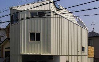 House in Takarazuka – A Small Home Set On An Awkward Corner Lot