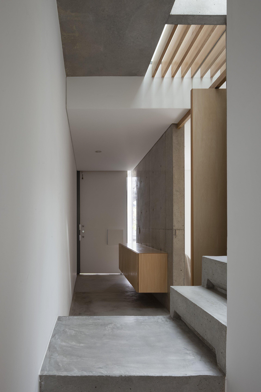 House in Midorigaoka - Yutaka Yoshida Architect & Associates - Japan - Entrance Hallway - Humble Homes