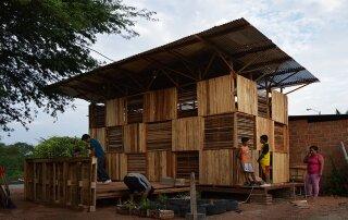 Proyecto Chacras – An Afforable Small House from Ecuador
