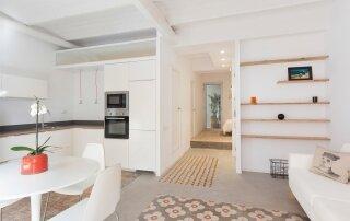 Casa Pizarro – A Modern Apartment Renovation Maintains Character