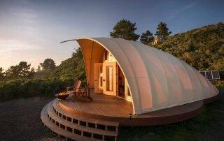 Autonomous Tent – A Luxurious Off-Grid Getaway Set Along California's Coastline