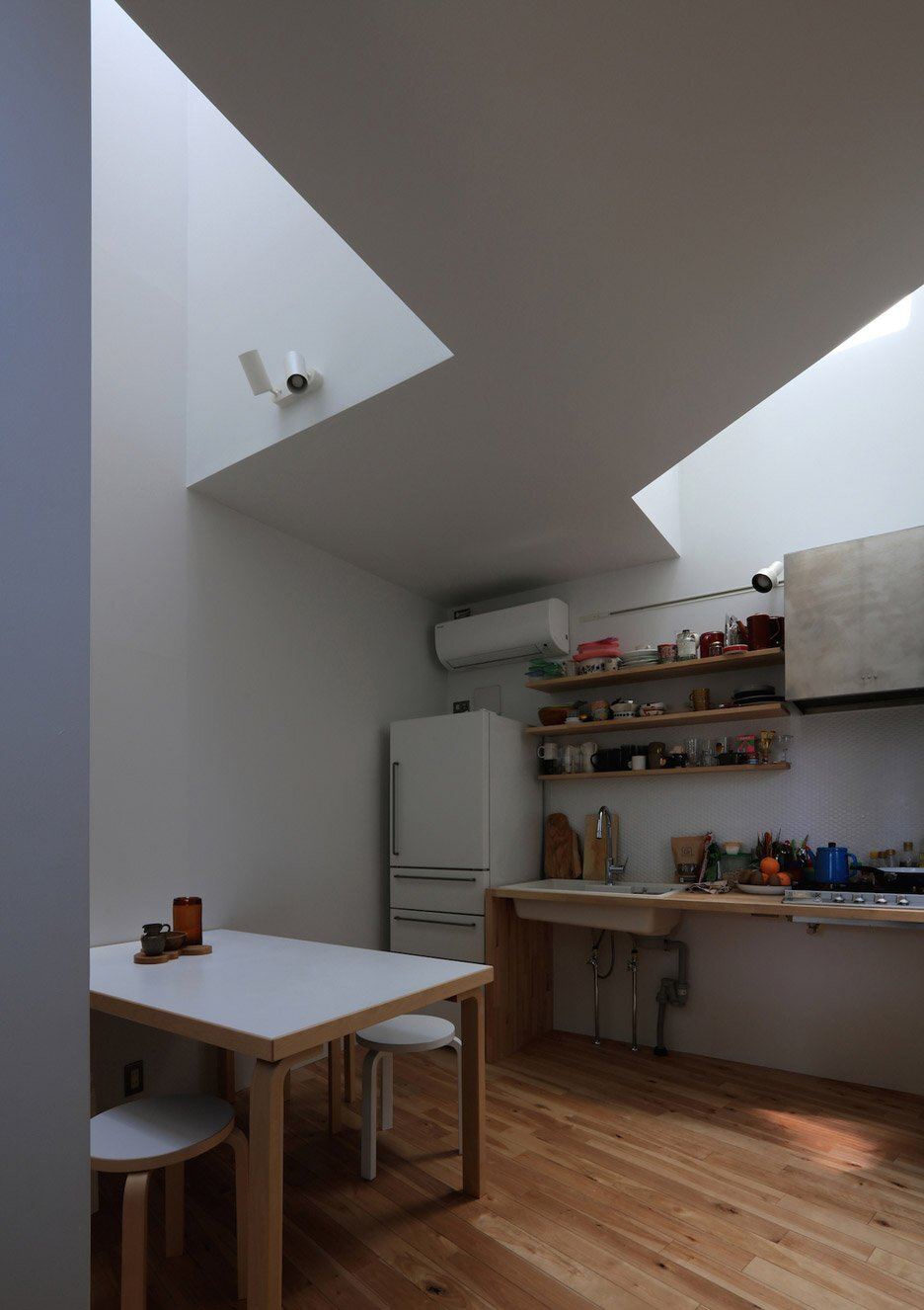 House at Hommachi - Atelier Hako Architects - Japan - Kitchen - Humble Homes